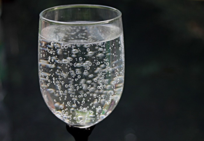 water-glass-2686973_1920.jpg
